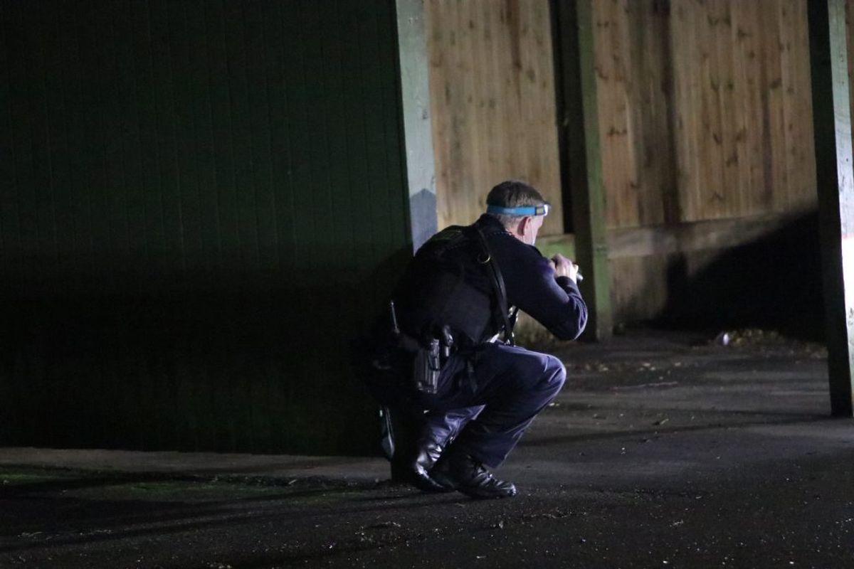 Tirsdag aften blev der affyret skud mod to personer på en parkeringsplads ud for Parkvej 30 i Køge. Foto: Presse-foto.dk