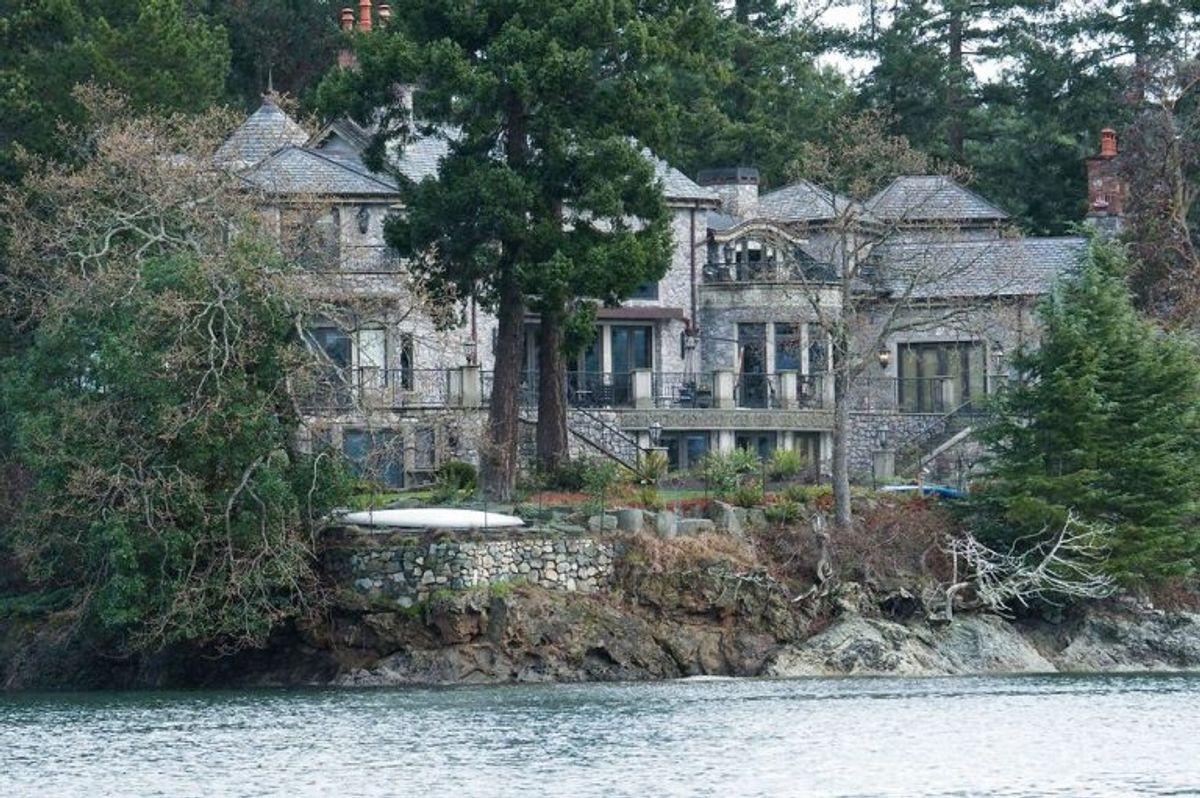 Parret bor for tiden i et stort hus ud til vandet i Canada. Foto: Mark Goodnow/AFP/Scanpix.