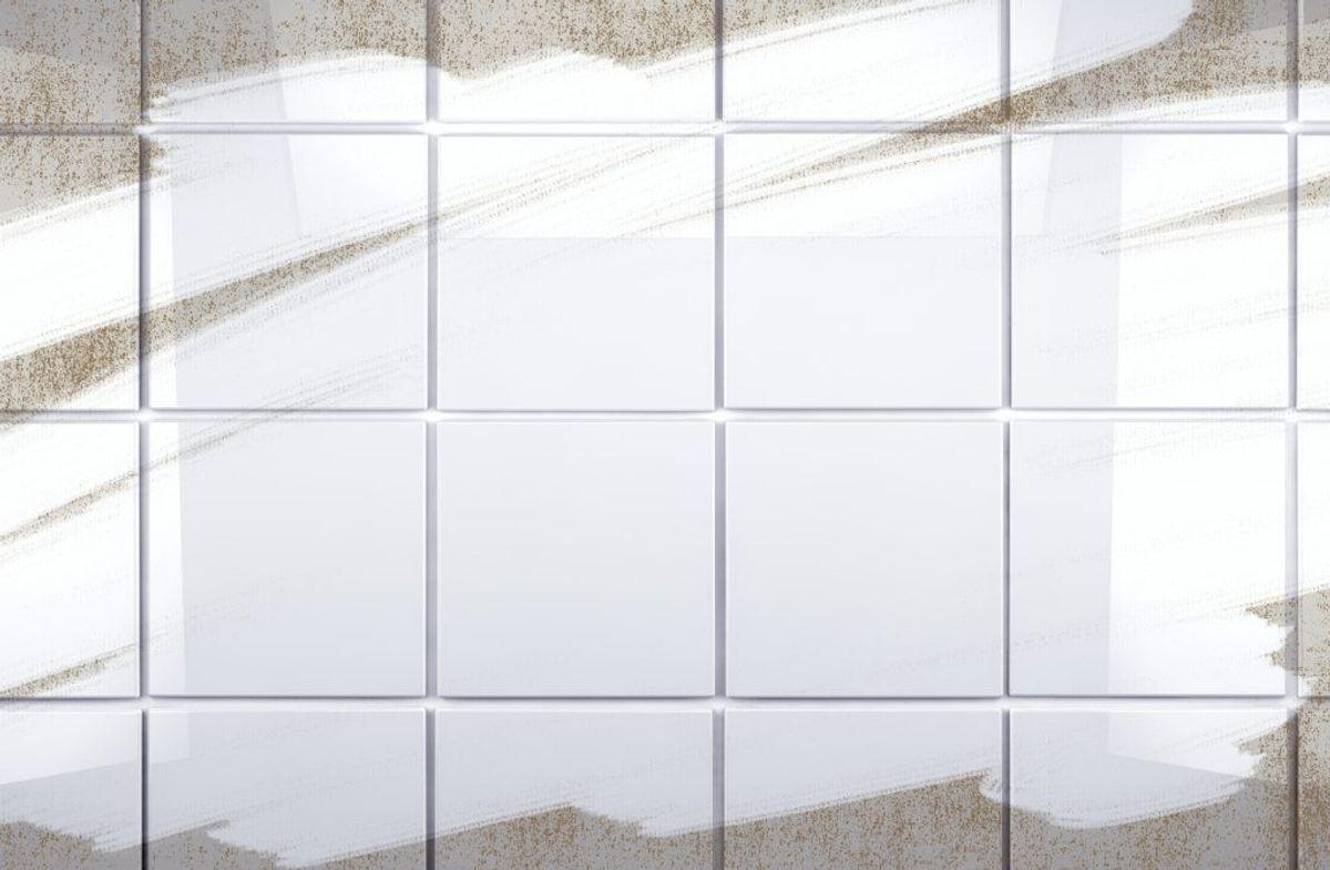 Skrub fuger med en tandbørste med blegemiddel og vand for at holde dem rene og pæne.