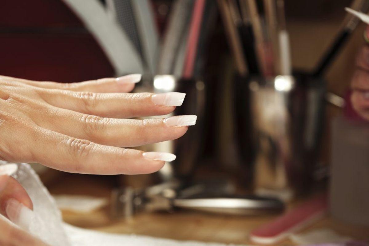 Fjern skidt under neglene med en tandbørste – det virker!