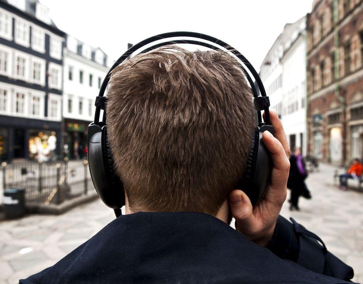 Det er fornuftigt at huske at rengøre sine hovedtelefoner. Gør man ikke det risikerer man, at de i sidste ende går i stykker. KLIK VIDERE OG SE HVORDAN DU RENGØR DEM. Foto: Scanpix