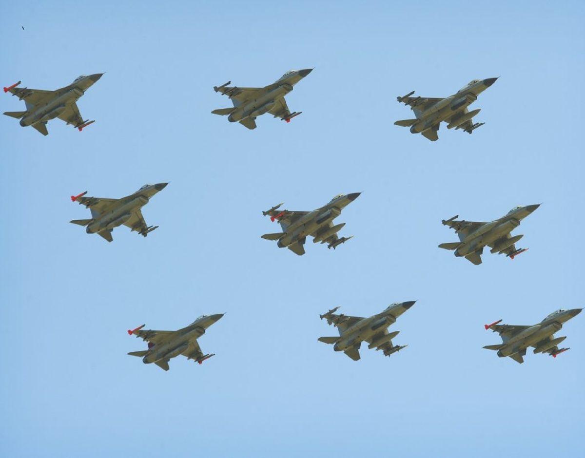 Det danske luftvåben og i særdeleshed Fighter Wing Skrydstrup markerer i dag den 17. januar at de danske F16-jagerfly nu runder 40 år. Det sker blandt andet med formationsflyvning i det danske luftrum. Klik videre for informationer om, hvor og hvornår, flyene kan ses på himlen. Foto: Forsvaret.