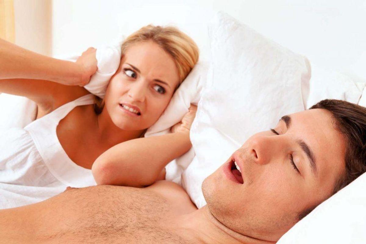 Søvnapnø kan både ødelægge din egen og din partners nattesøvn. Din læge kan hjælpe dig, hvis du tror, du lider af søvnapnø. Et lavt energiniveau kan også været tegn på, at dit stofskifte er for lavt. Kilde: Reader's Digest. Arkivfoto.