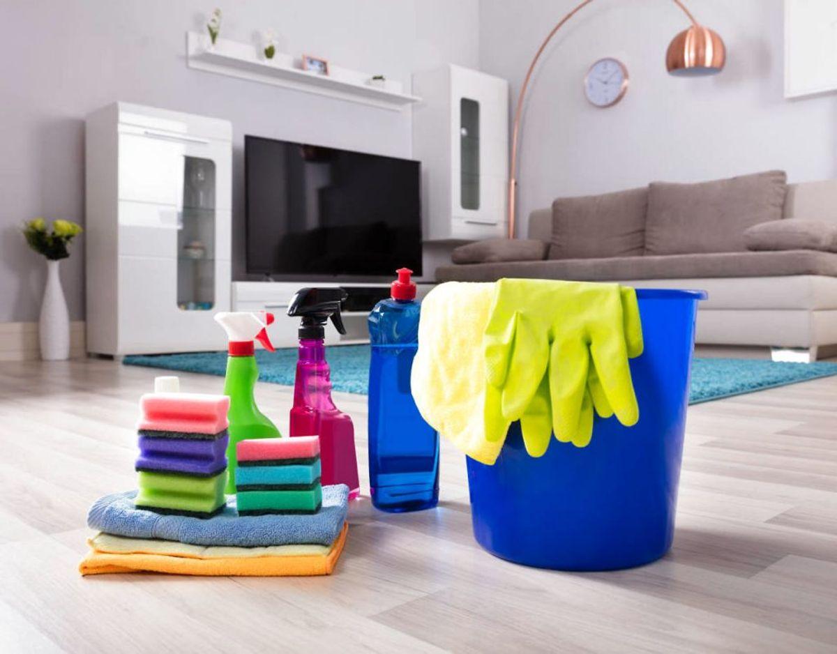 Tv'et er noget af en støvsamler, men når det skal rengøres, er det vigtigt at bruge de rette materialer og rengøringsmidler, ellers kan det få konsekvenser for tv'et. KLIK VIDERE OG SE FLERE TIPS TIL RENGØRING AF TV. Foto: Scanpix