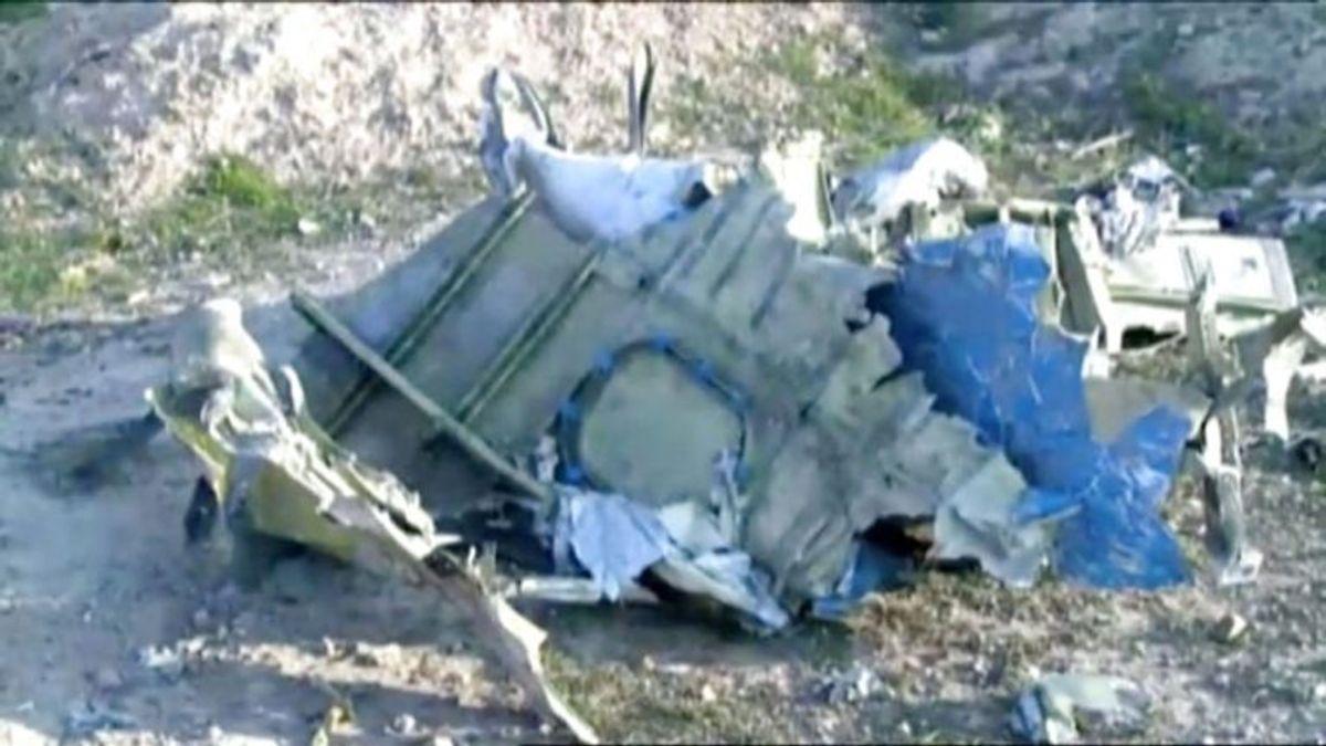 Ingen overlever flystyrtet. KLIK FOR FLERE BILLEDER. (Advarsel: Kan være voldsomme) Foto: Scanpix