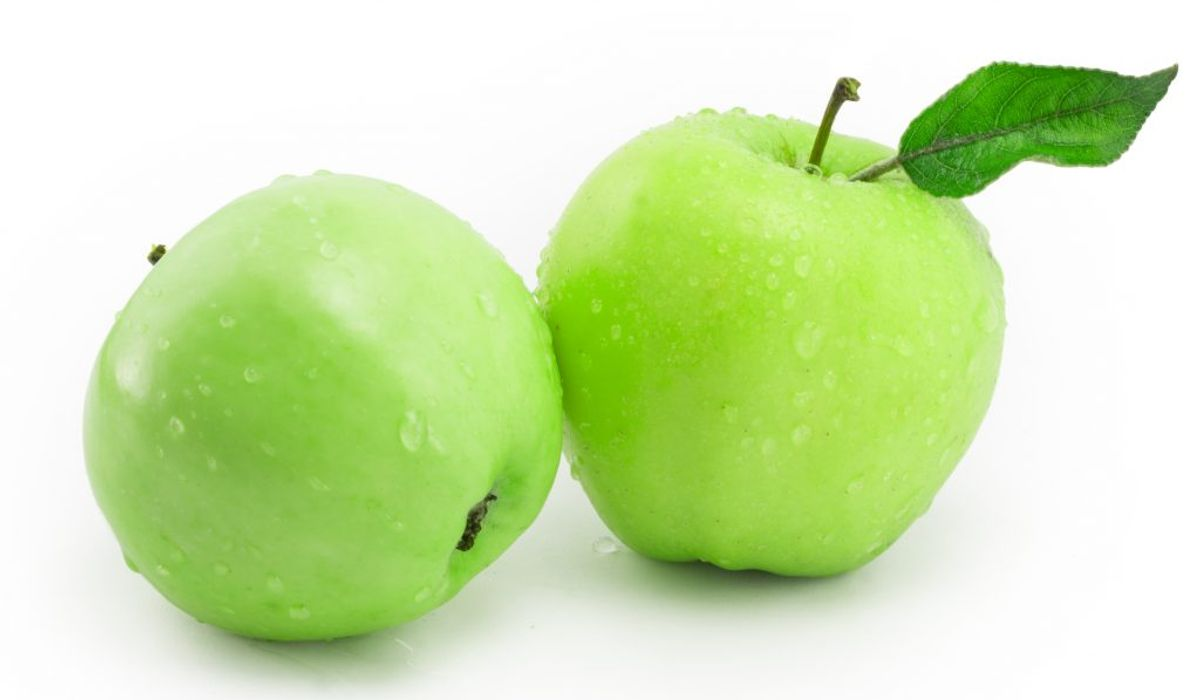 Hvis du gnasker et æble i dig om dagen, så tæller det som et halvt glas vand. Foto: Colourbox