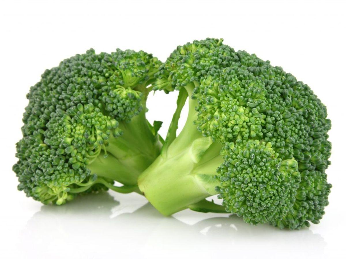 """Broccoli og andre fiberrige grøntsager kan være svære for blenderen at blende helt fint. Der vil ofte stadig gemme sig """"tråde"""" af broccoli, hvis man putter dem rå i blenderen. Kilde: Reader's Digest. Arkivfoto."""