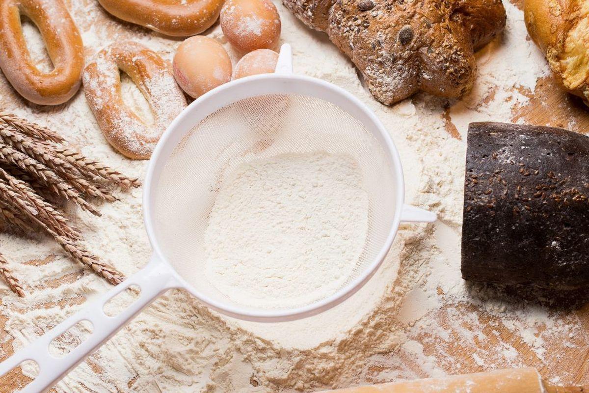 Du bør blande mel eller andet pulver op med vand, før du putter det i blenderen. Ellers risikerer du, at det sprøjter ud over det hele. Kilde: Reader's Digest. Arkivfoto.