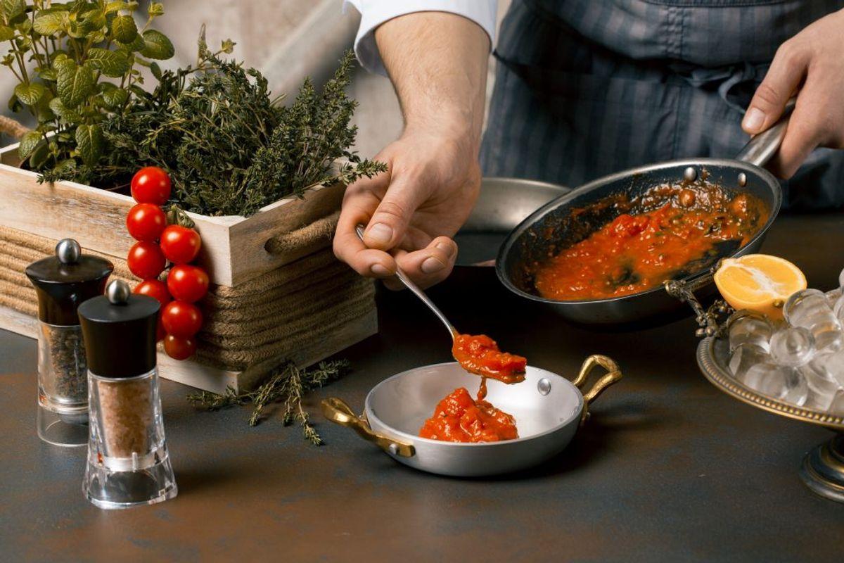 Tomatsovs kan være med til at give misfarvninger til dit blendermix. Det er bedre at tilsætte tomatsovsen senere. Kilde: Reader's Digest. Arkivfoto.