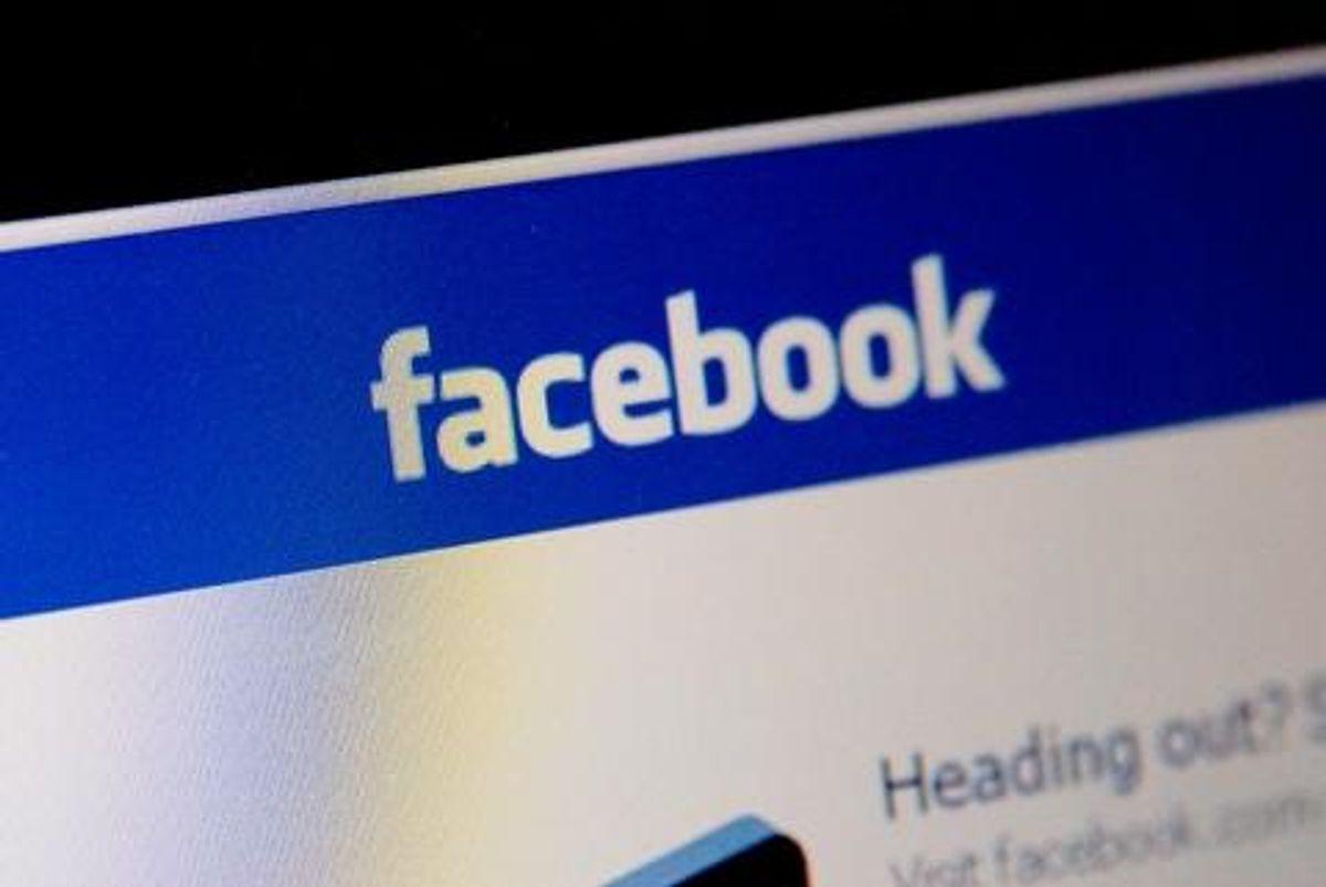 """Vær forsigtig med de oplysninger, du lægger ud til """"vennerne"""" på Facebook – og tjek dine privatindstillinger, så du for eksempel kun deler feriebillederne med dine venner. Foto: Colourbox."""