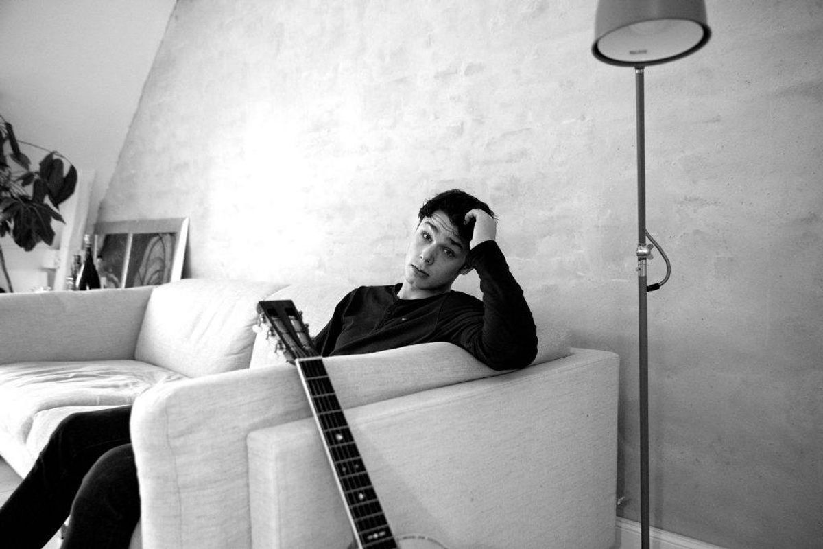 Musiker og sanger Hugo Helmig havde noget af en weekend i marts 2019. Han måtte overnatte i detentionen, da han var for påvirket at kokain til at tage vare på sige selv. Men han er ikke den eneste stjerne, der har prøvet pulveret. KLIK og se andre stjerner … Foto: Finn Frandsen/Scanpix.