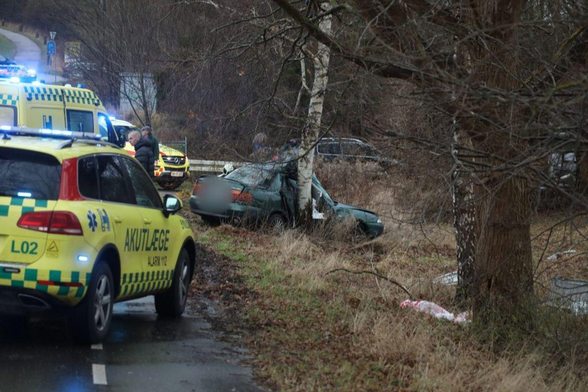 En 34-årig mand er død efter en soloulykke lørdag. KLIK FOR FLERE BILLEDER. Foto: Presse-fotos.dk