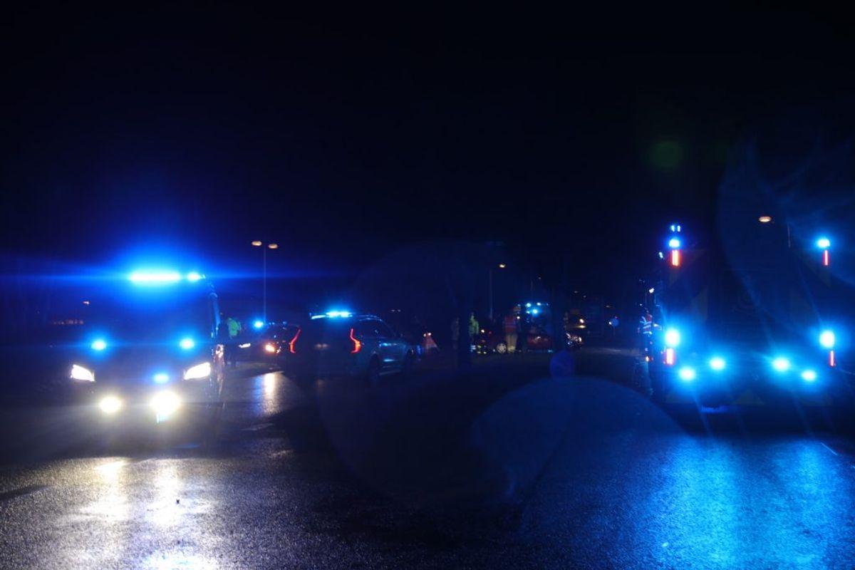 Mindst tre ambulancer til stede. KLIK FOR FLERE BILLEDER. Foto: Presse-fotos.dk