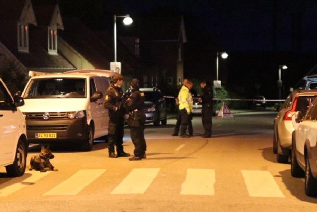En mand er fundet død. KLIK VIDERE OG SE FLERE BILLEDER. Foto: Presse-fotos.dk