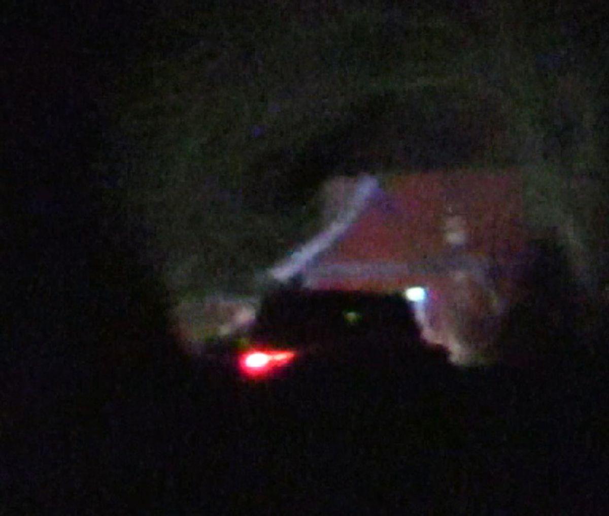 Politi ransagede adressen uden for Munkebo i ly af natten. KLIK FOR FLERE BILLEDER. Foto: Localeyes.dk