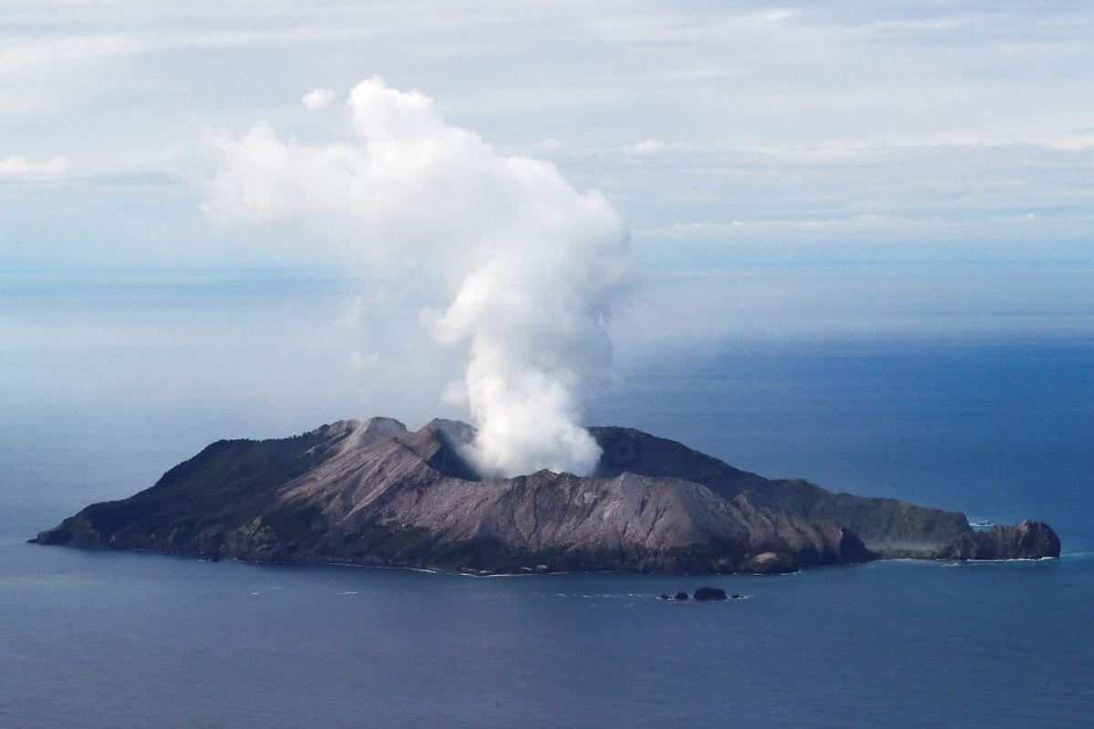 Mindst otte personer er nu døde efter vulkanudbruddet på New Zealand. Foto: Jorge Silva/Scanpix.