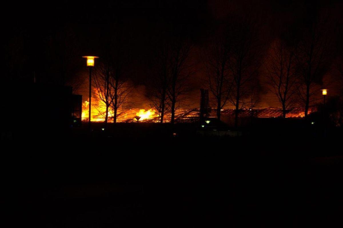 Politiet opfordrer til lukke døre og vinduer. KLIK for flere billeder. Foto: Øxenholt Foto.