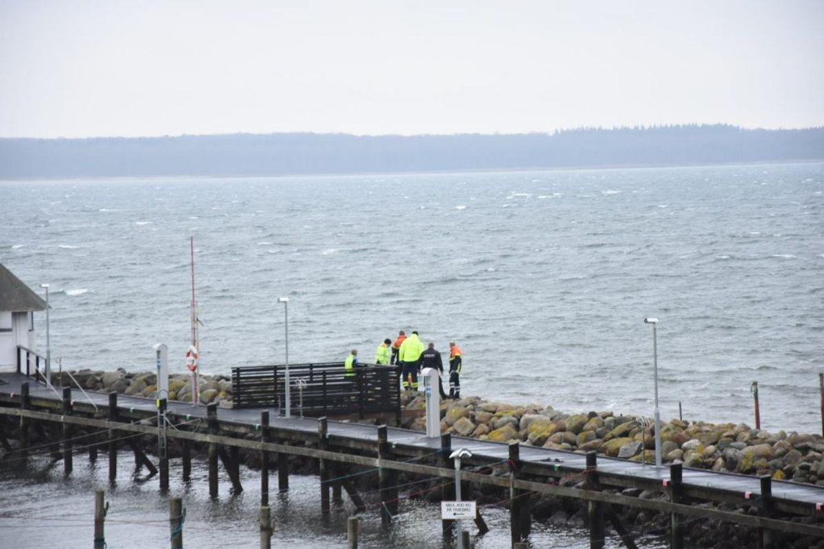 En død person er fundet i vandet.  Foto: Presse-fotos.dk