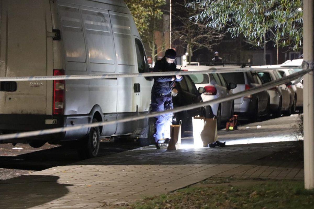 Politiet var massivt til stede efter skyderiet. KLIK VIDERE FOR FLERE BILLEDER. Foto: Presse-fotos.dk