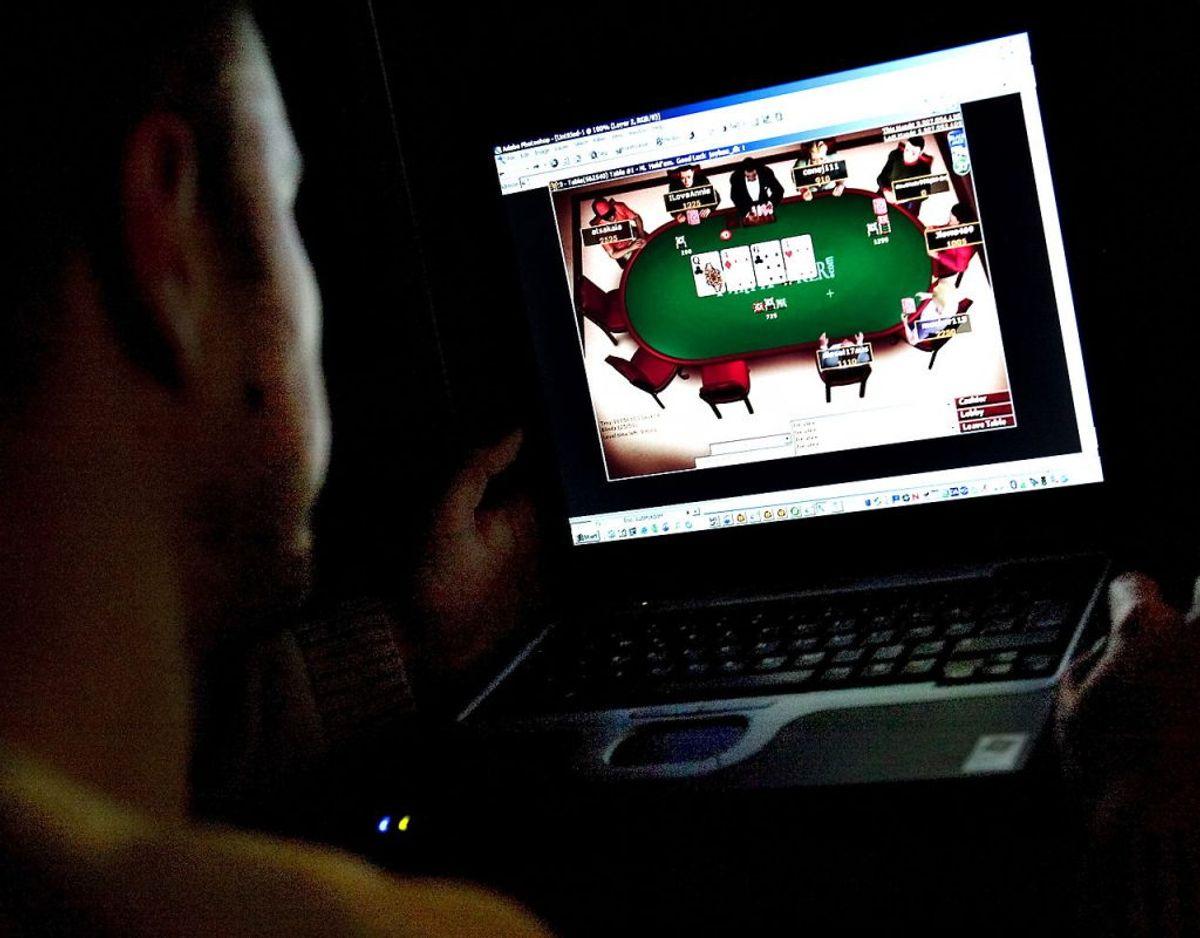 En pokerspiller er mandag blevet dømt for bedrageri og hacking, fordi han har installeret et spionprogram på sine modstanderes computere, så han kunne snyde. KLIK VIDERE og se flere billeder. Foto: Scanpix