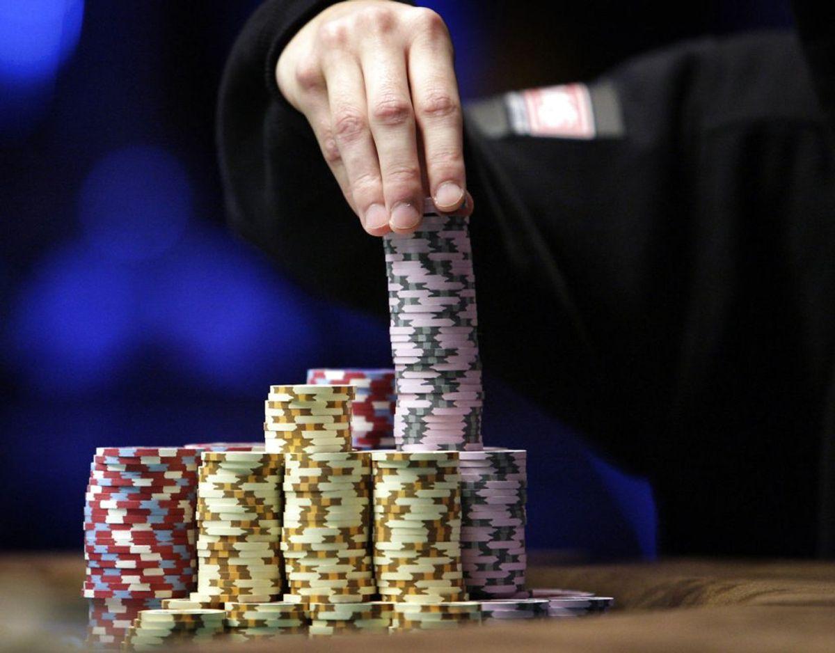 Han er blevet idømt to år og seks måneders ubetinget fængsel. Han får derudover omkring 26 millioner kroner konfiskeret, mens han skal betale 800.000 kroner til en anden. Pokerspilleren har dog anket dommen. Foto: Scanpix
