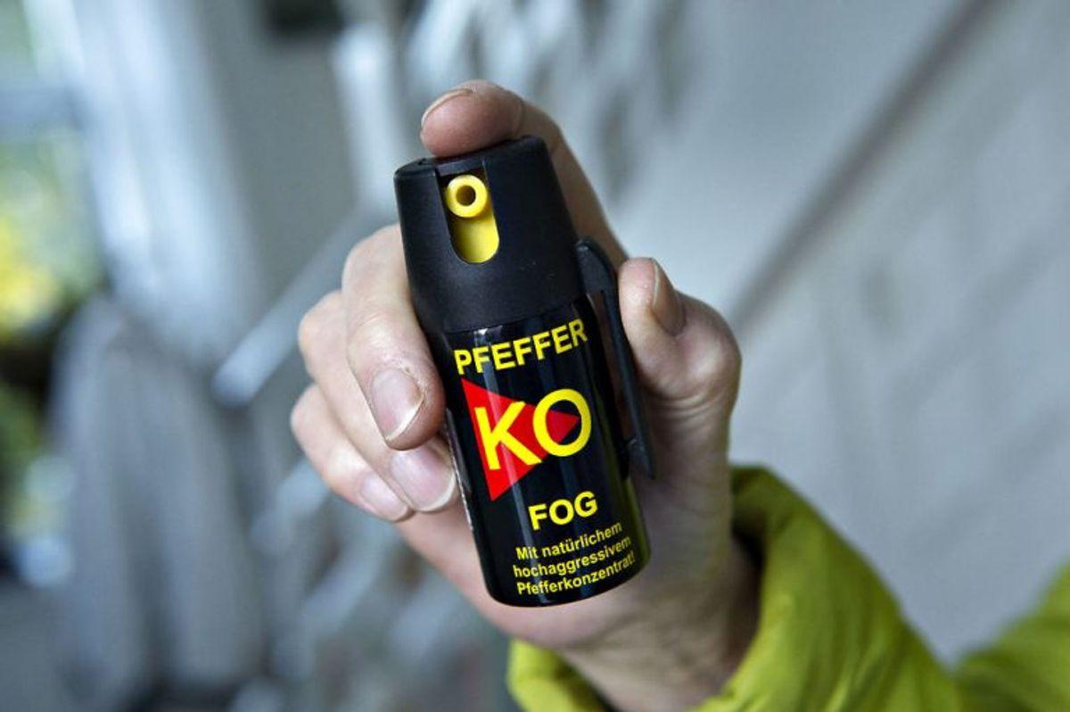 * Det er lovligt for personer over 18 år at opbevare pebersprayen hjemme.