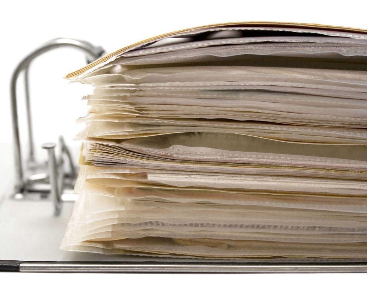 Du skal heller ikke opbevare vigtige papirer som dåbsattester eller dit pas. Papirerne kan tage skade af den fugt, der er i kælderen. Foto: Scanpix
