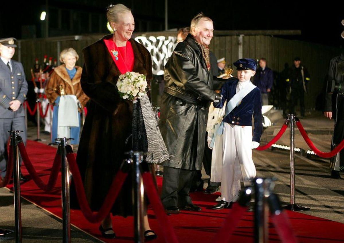 Dronning Margrethe og prins Henrik ankommer til TV-showet 'Once Upon A Time' i anledning af H.C. Andersens 200 års dag lørdag d. 2. april 2005 i Parken.