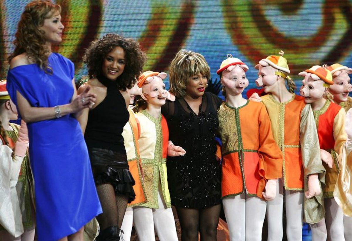 HCA – Once Upon A Time i Parken. Tina Turner og Connie Nielsen (tv) på scenen i Parken.