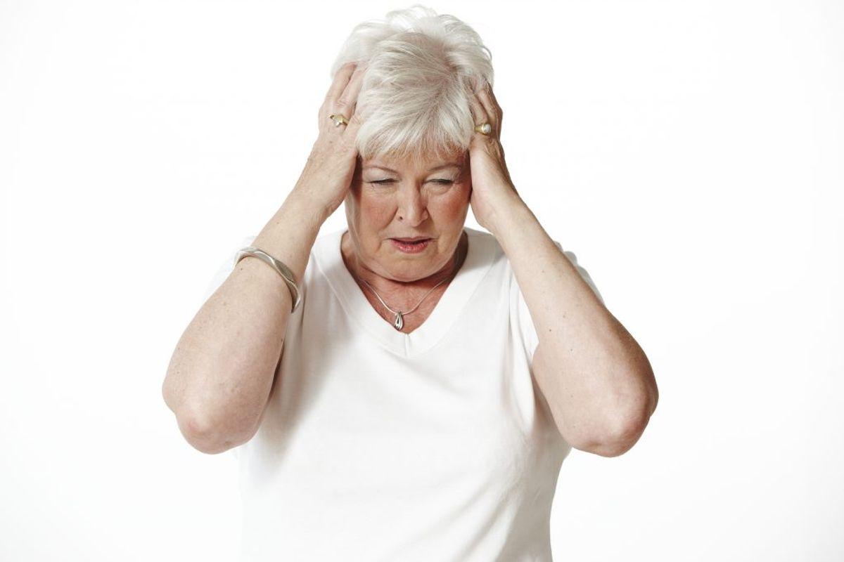 SANSEMÆSSIGE SYMPTOMER: Olfaktorisk dysfunktion (forstyrrelser i smags- og lugtesans), smerter, snurrende fornemmelser. Foto: Colourbox.