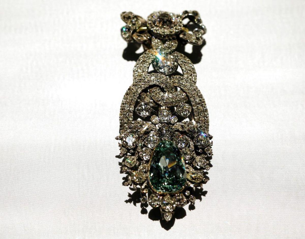 """Det er blandt andet smykker som denne """"Dresden Green"""", der er på kunstmuseet. Det vides dog ikke om denne er blevet stjålet. Foto: Scanpix"""