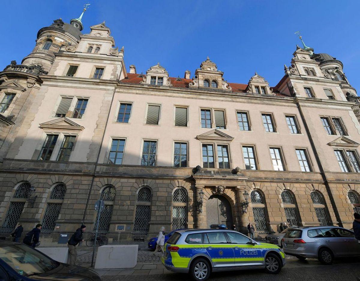 Mandag er Grüne Gewölbe, der er en del af et større kunstmuseum i Dresden blevet røvet for værdier svarende til en milliard euro. Gerningsmændene er på flugt. KLIK VIDERE og se flere billeder.