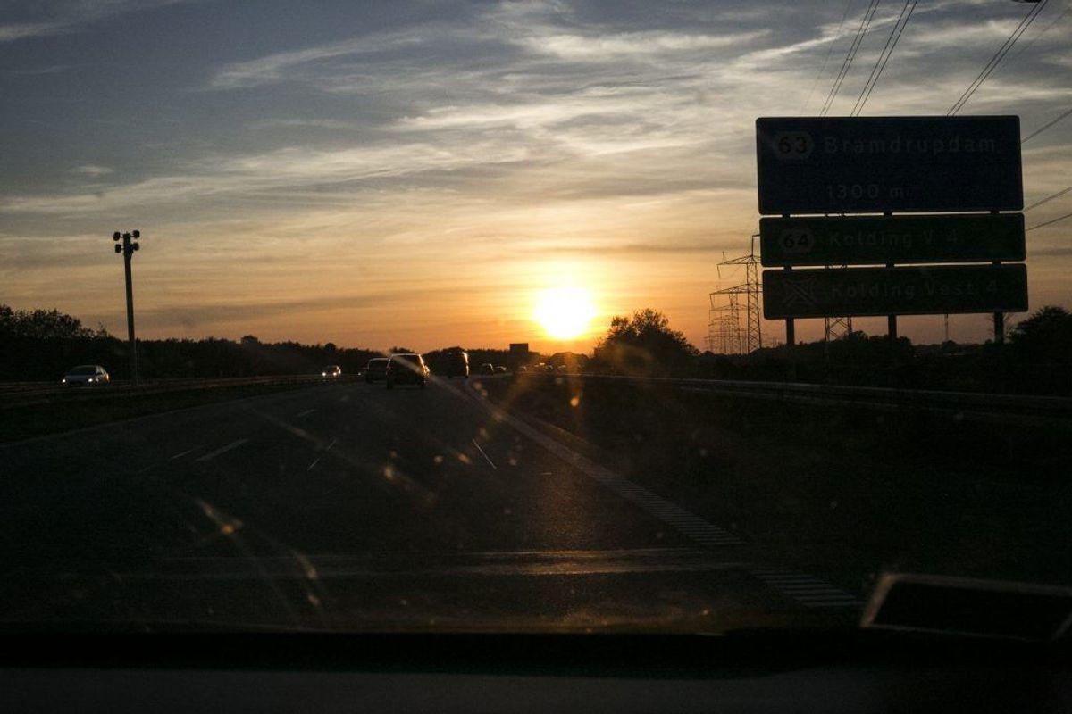 I andre biler kan man selv indstille lyset, så der er lys i baglygterne, hver gang man starter bilen. Det kræver bare, at man indstiller bilen korrekt der, hvor man ellers indstiller lyset. Husk dog at tjekke, om der fortsat er lys i lygterne, når bilen er slukket. Foto: RFST