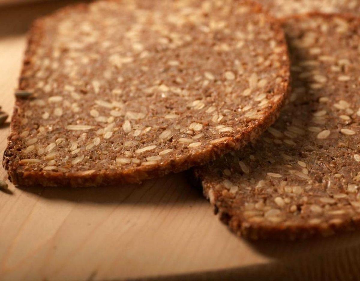Fuldkornsbrød giver ekstra luft i maven, fordi tarmene kommer på overarbejde, når brødet skal fordøjes. Kilde: Altomsundhed.dk Foto: Scanpix