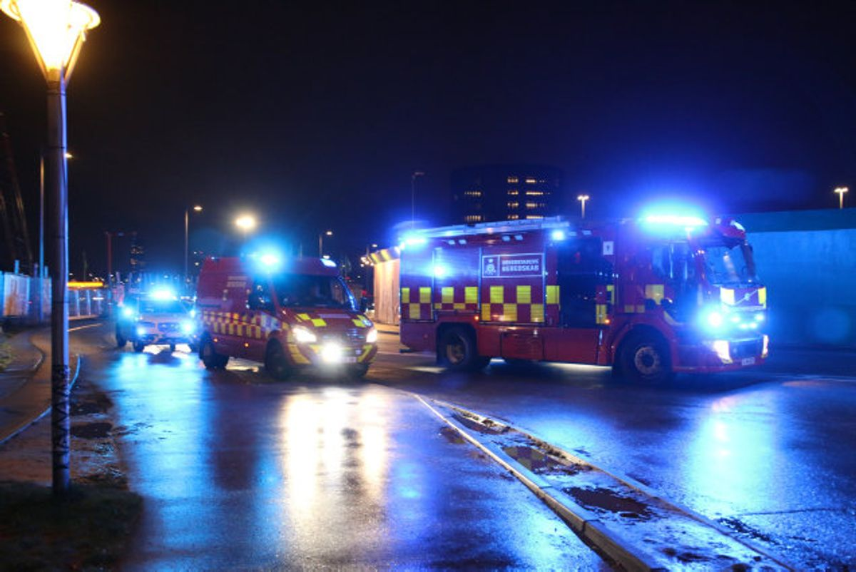 En utæt pumpe skal være årsagen til et udslip af ammoniak lørdag aften i storcentrert Fisketorvet i København. Politi og brandvæsen er til stede, hvor fem personer blev dårlige. Foto: Pressefotos.dk/Scanpix