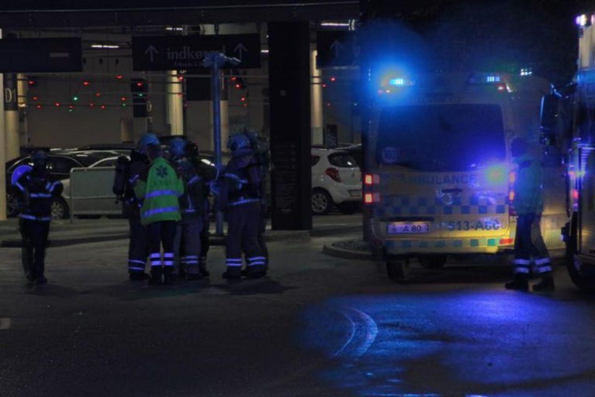 Både politi, ambulancer og brandvæsen ved Fisketorvet på grund af et ammoniakudslip. KLIK for flere billeder. Foto: Presse-fotos.dk.