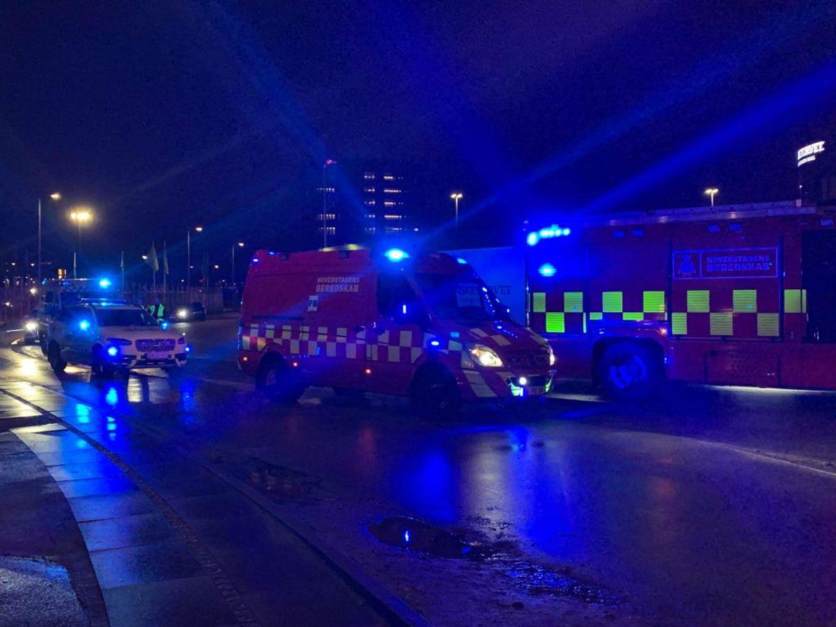 Politi og brandvæsen er til stede på Fisketorvet. Der er sket et ammoniakudslip. KLIK for flere billeder. Foto: Presse-fotos.dk.