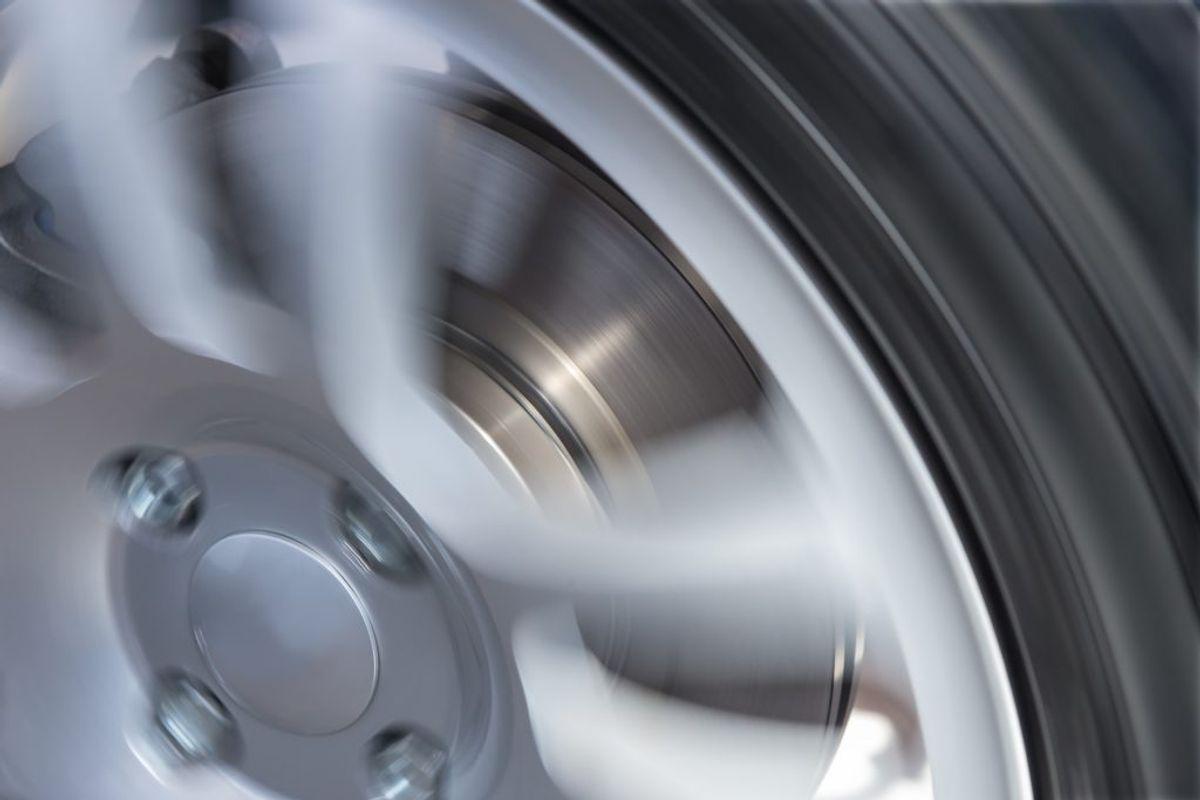 Hvis ud tilføjer en kop eddike kan du rense dine hjulkapsler i opvaskeren.