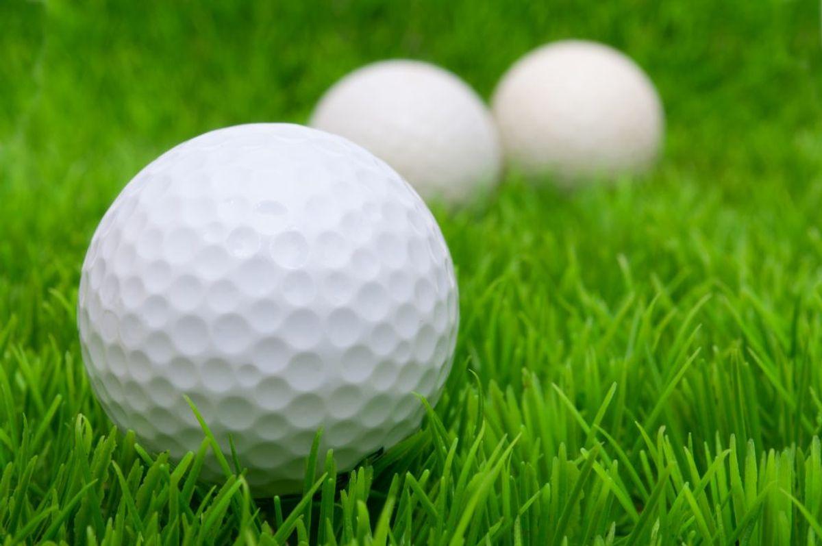 Put golfbolde i en stofpose og giv dem en tur.