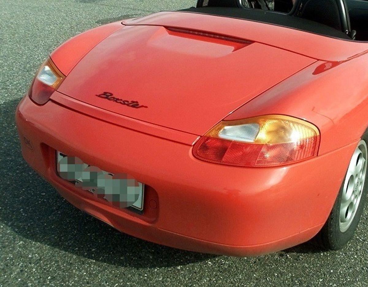 Kvinden kørte en stjålet, rød Porsche. Arkivfoto