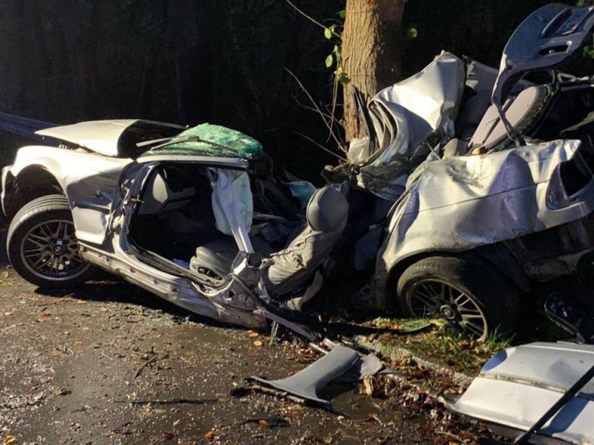 En ung mand har mistet livet i en soloulykke. KLIK FOR FLERE BILLEDER FRA STEDET. Foto: Presse-fotos.dk