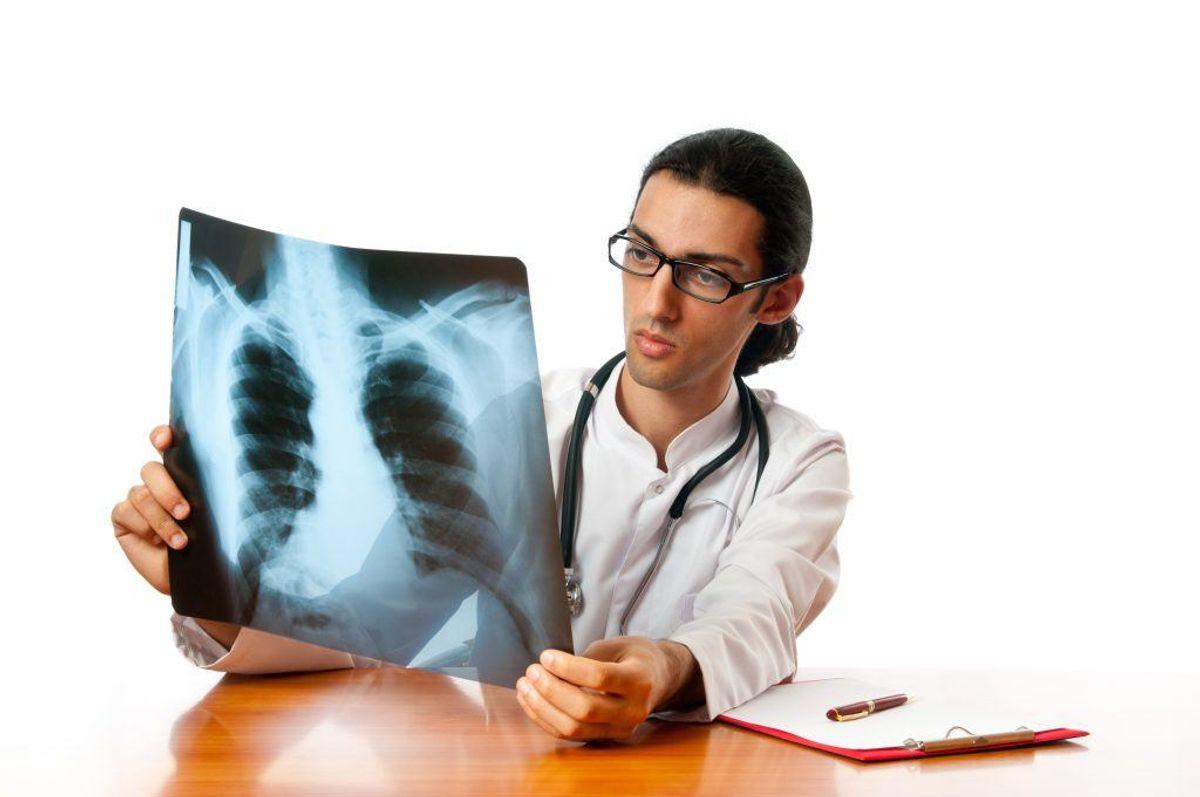 Lægerne kender ikke årsagerne til, at nogle mennesker rammes kræft i knoglemarven – også kendt som myelomatose. KLIK VIDERE OG SE DE MEST ALMINDELIGE SYMPTOMER PÅ KNOGLEMARVSKRÆFT. Arkivfoto.