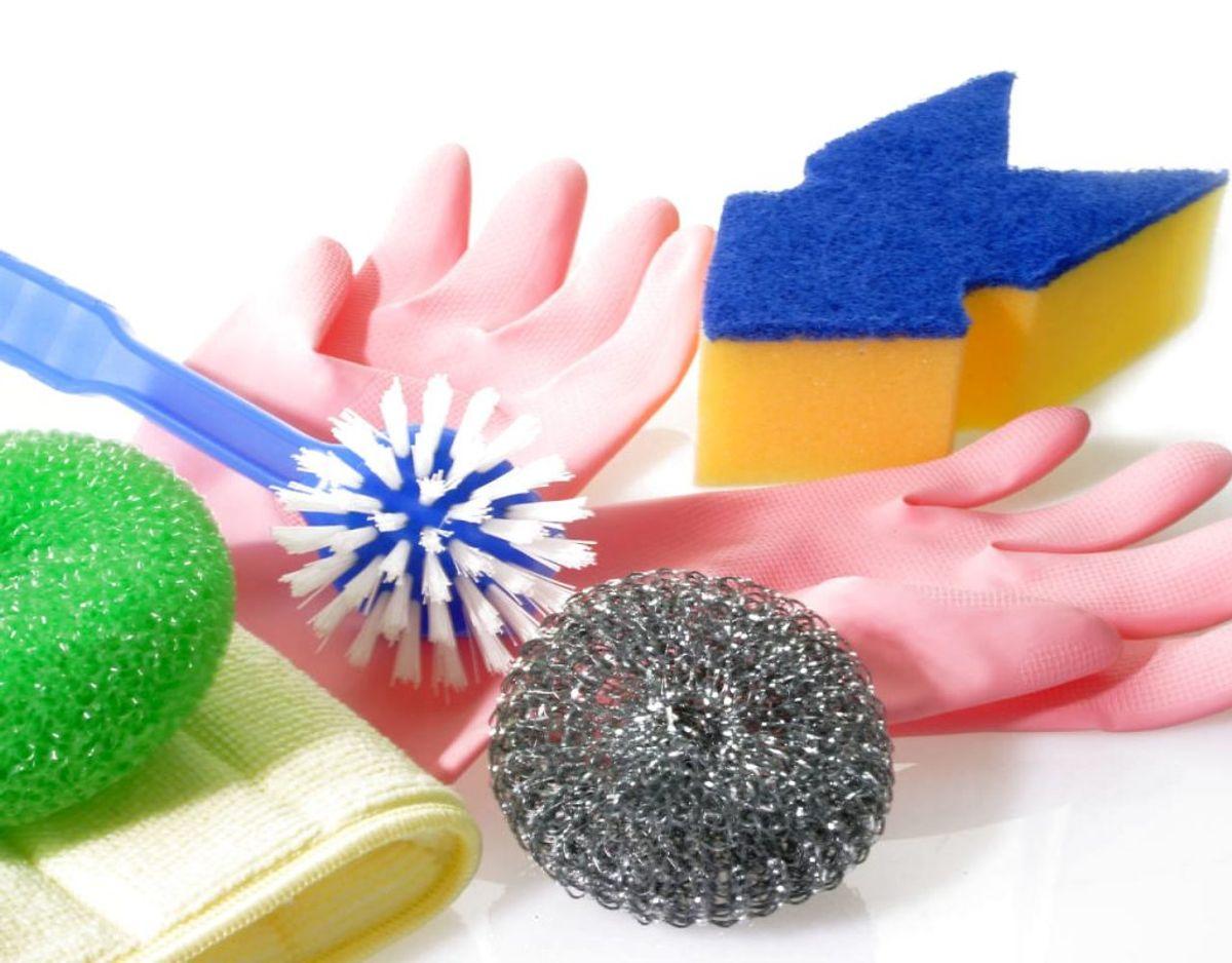 Rengøring behøver ikke at kræve sved på panden. Med de her mange tips, er der mulighed for at gøre rent på en nem måde. Klik videre og blive klogere. Foto: Scanpix