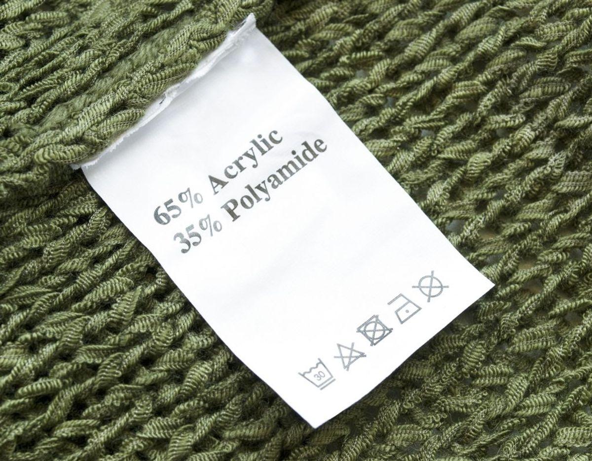 Akryl er et syntetisk materiale der er varmefølsomt og derfor kan miste faconen i tørretumbleren. Foto: Scanpix.