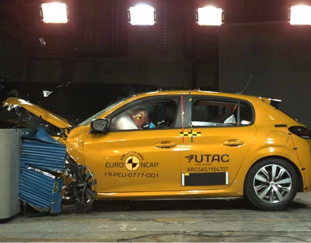 Peugeot 208: 4 Euro NCAP-stjerner. Foto: FDM. KLIK for flere billeder.