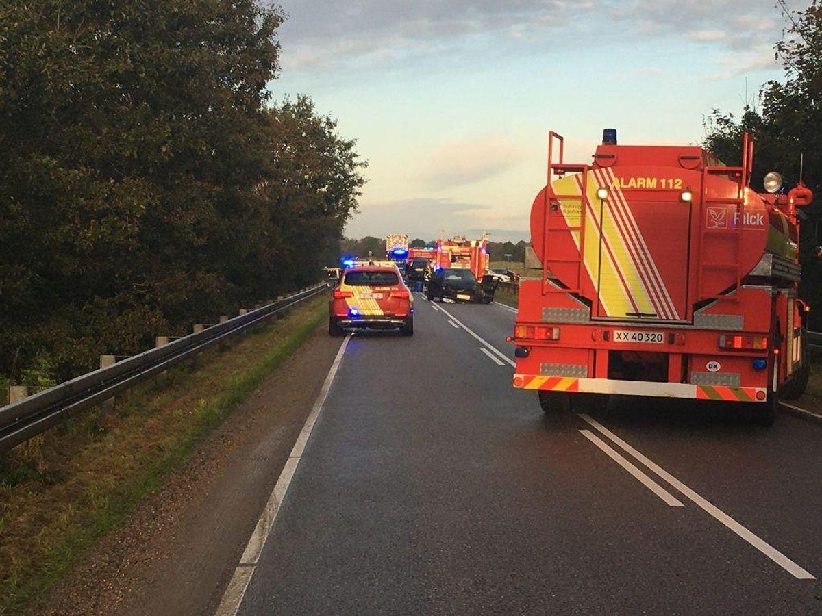 En person er tidligt fredag morgen dræbt i en ulykke syd for Ansager. KLIK for flere billeder. Foto: Jon Tolstrup/Newsbreak.dk.