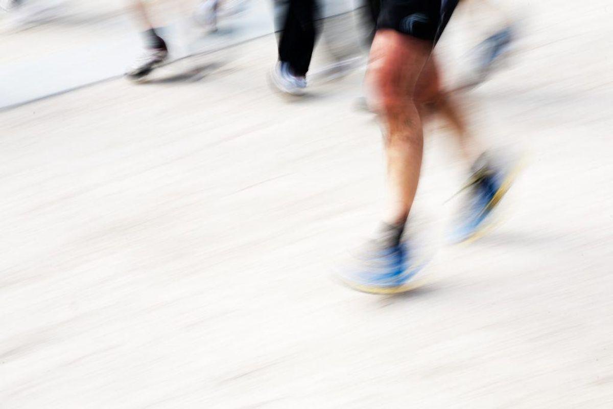 Brug sko med god stødabsorbering. Brug sko som passer dig og støtter godt om hælen. Foto: Colourbox.