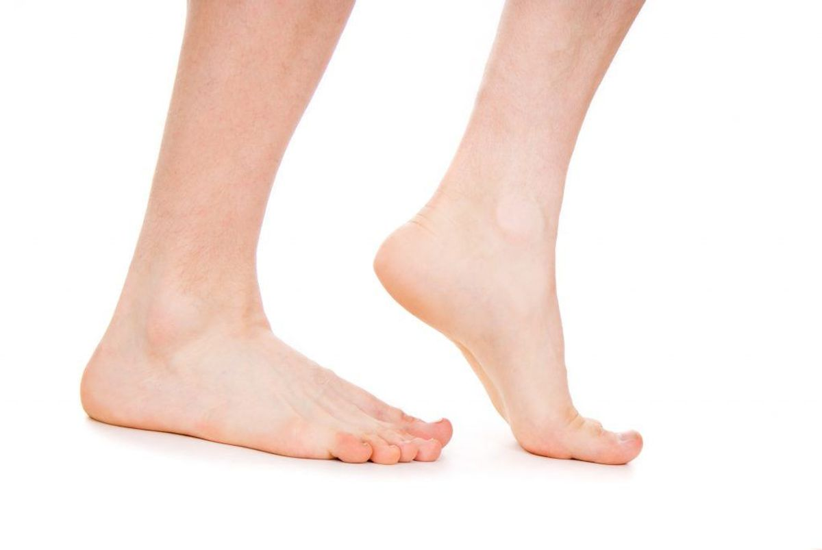 Personer med fejlstillinger i foden (hulfod, platfod, overpronering) kan være disponerede. Foto: Colourbox.