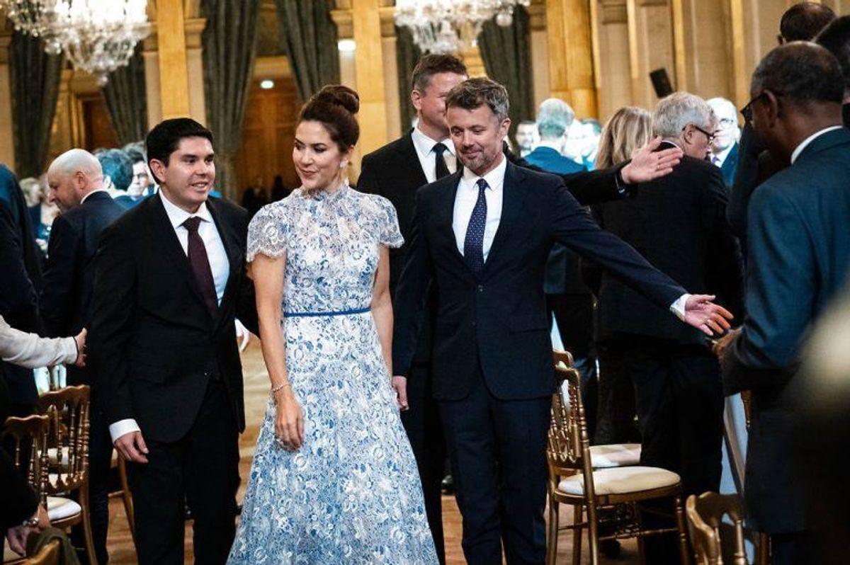 Kronprins Frederik og kronprinsesse Mary ankommer til middag på rådhuset i Paris, Hotel de Ville, under et erhvervsfremstød i Paris, tirsdag den 8. oktober 2019. Kronprinsparrets besøg i Paris har især fokus på energi og sundhed.. (Foto: Ida Marie Odgaard/Ritzau Scanpix)