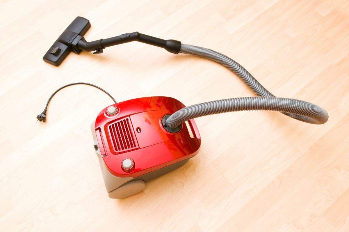 En støvsuger kan bruges til meget andet end blot at fjerne skidt og snavs. KLIK VIDERE OG SE 10 OVERRASKENDE TING, DU OGSÅ KAN BRUGE EN STØVSUGER TIL. Arkivfoto.